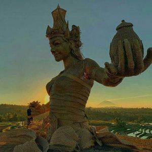 Patung instalsi bambu Dewi Sri Bali