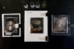 Menjelajahi Proses Daguerreotype. Gambar—widewalls.ch